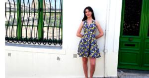 Robe dos nu imprimé jaune et bleu